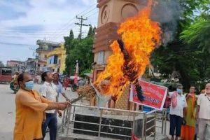 हिन्दू धर्ममाथि प्रहार गरेको भन्दै  विश्व हिन्दू परिषद नेपालले डा. बाबुराम भट्टराईको पुत्ला जलाए