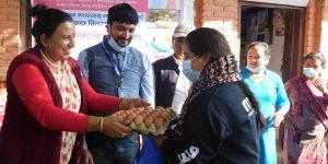 पनौती नगरपालिकामा गर्भवती महिलालाई अण्डा उपहार